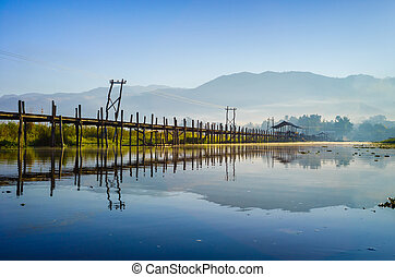 Maing Thauk Bridge, Inle Lake, Shan State, Myanmar. - Maing...