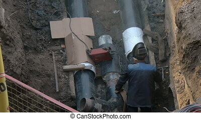 Welding pipe, welder down, replacement the welding electrode