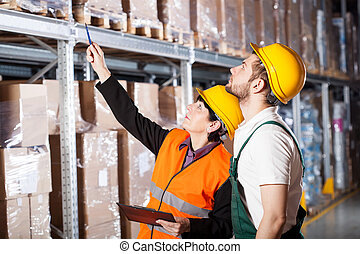Engineer ordering to worker - Warehouse engineer ordering to...