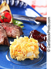 Roast beef with scrambled eggs