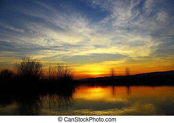 lago, tramonto