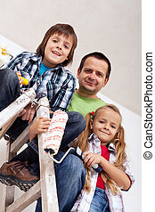 Kids and their father ready to paint the room