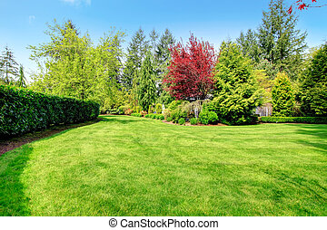 Beautiful farm house backyard - Beautiful green farm house...
