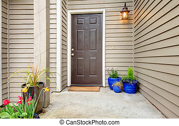Decorated entrance porch - Open porch with concrete floor,...
