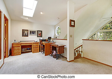 Upstairs office room. Open wall design idea - Bright vaulted...