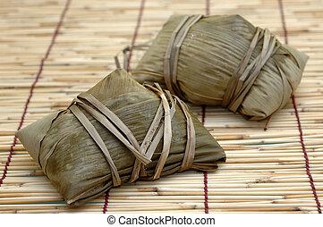 Uncooked rice dumplings