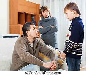 hogar, regaño, padres, hijo