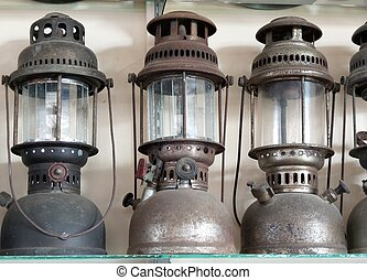 Vintage dirty oil lamp - A lot of vintage dirty oil lamp