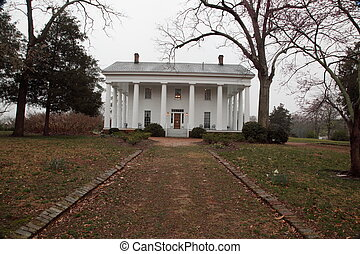 Southern antebellum plantation house - Old antebellum...
