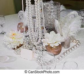 tabla, adornado, plumas, perlas, velas