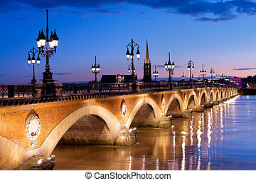 The Pont de pierre in Bordeaux - Night view on The Pont de...