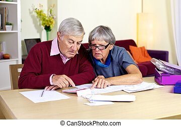 Senior family trying to do financial counts on bills -...