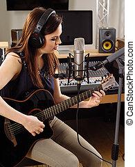 mujer, guitarra, grabación, estudio
