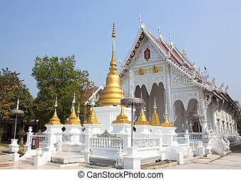 monastery - Locus Wednesday worship at temples in Lampang.