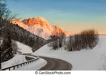 Sunrise in Germany Alps, Berchtesgaden, Bavaria, Germany -...