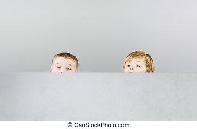 dois, irmãos, escondendo, sees, durante, Jogo