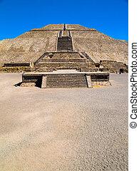 Teotihuacan Pyramids - The Teotihuacan Pyramids near Mexico...