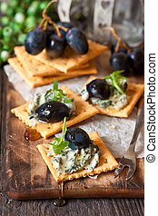 Blue cheese crackers. - Delicious clue cheese crackers...