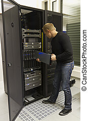 IT Consulant Install Server - A working IT engineer...
