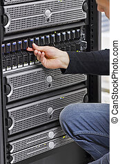 IT Engineer Working with SAN and Servers - It engineer /...