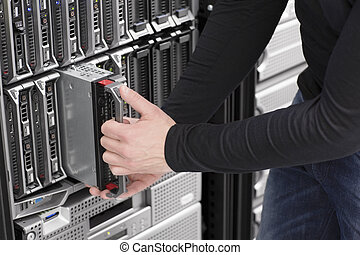 IT Engineer maintain Blade Server in Data Center - IT...