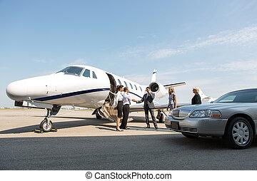 corporativo, gente, saludo, Airhostess, y, piloto, en,...