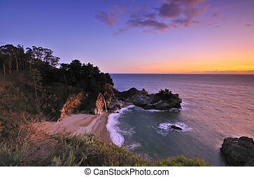 Big Sur Waterfall - McWay Falls at Julia Pfeiffer Burns...