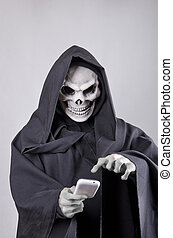 Death - The death sending a SMS to his friends