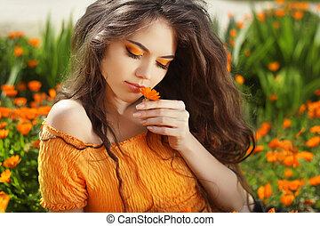 bonito, adolescente, modelo, menina, cheirando, flor, sobre,...