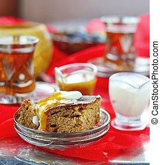 dates pudding with caramel sauce