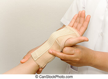 doctor checkup the patient's arm on the wrist support