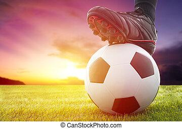 fútbol, o, futbol, Pelota, kickoff, juego, ocaso
