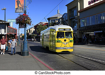 Yellow tram - SAN FRANCISCO, CA, USA - SEPTEMBER 24: Yellow...