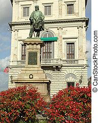 Bronze statue by Cesare Zocchi commemorating Giuseppe Garibaldi in front of  the Palazzo Calcagnini ( Canevaro di Zoagli ) in  Florence, Italy