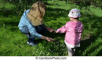 wreath girl flower mother