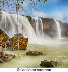 Dray Nur waterfall - Beautiful Dray Nur waterfall in Vietnam
