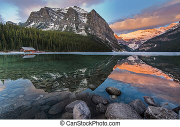Beautiful Lake Louise Scenic - Lake Louise Sunrise