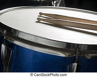 snare drum with drumsticks