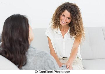 sonriente, terapeuta, paciente, ella