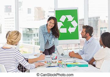feliz, equipo, teniendo, reunión, sobre, reciclaje,...