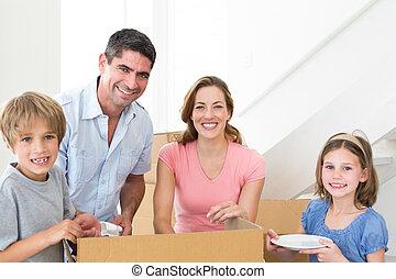 Feliz, família, desembrulhar, papelão, caixa,...