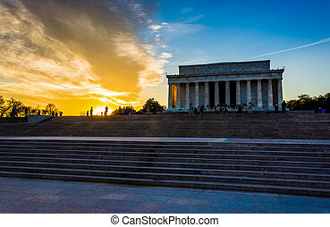 Sunset at the Lincoln Memorial in Washington, DC.