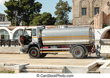 trailer for loading liquid cargo as water