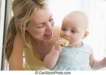 mãe, bebê, cozinha, comer, maçã