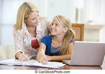 mulher, ajudando, jovem, menina, laptop, dever casa, jantar,...