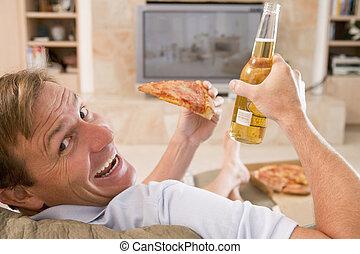 tv, Cerveja, homem, frente, desfrutando,  pizza