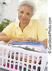 cesta, mulher, lavando, inclinar-se