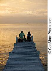 Sunset in Caye Caulker, Belize - Couple enjoying sunset