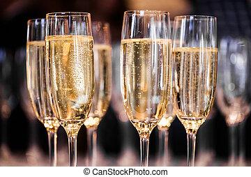 Extracto, champaña, anteojos