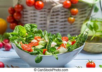 Primer plano, preparando, sano, primavera, ensalada